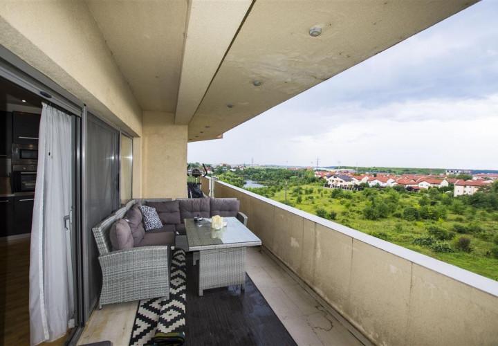 Pipera vanzare apartament generos cu semineu si terasa cu view pe lac