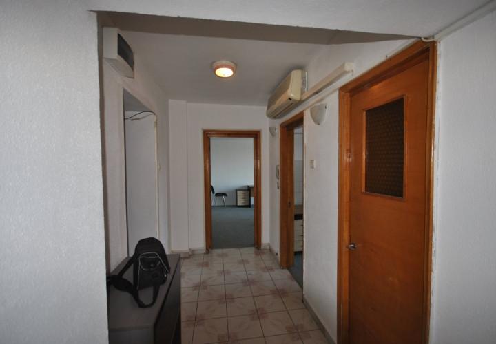 Piața Victoriei  4 camere parter pretabil clinică sau birou