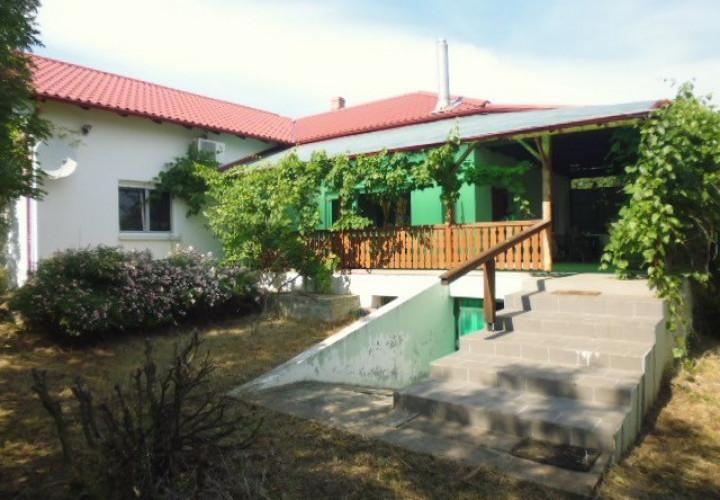 Valea Calugareasca casa 4 camere cu teren de 3.500 mp