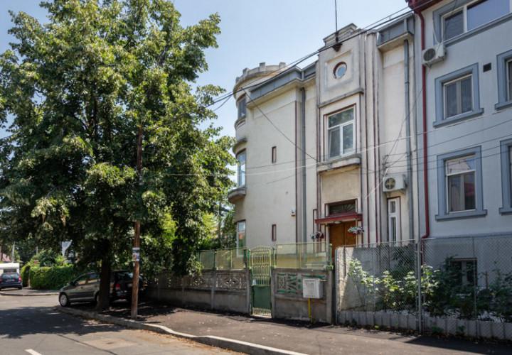 Apartament 6 camere/garaj/curte/cartier de vile Spatar Milescu