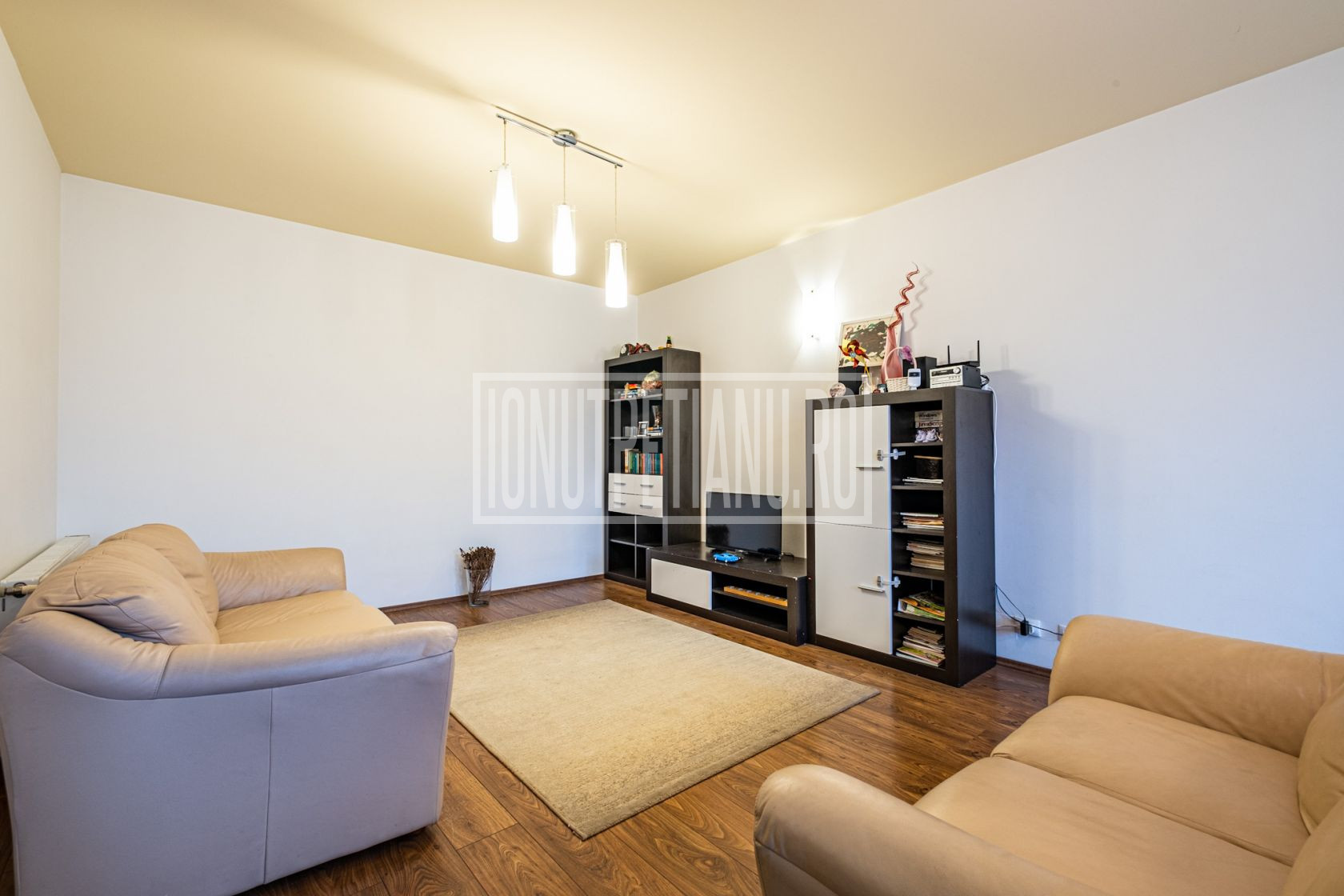 3 camere confortabil in zona linistita