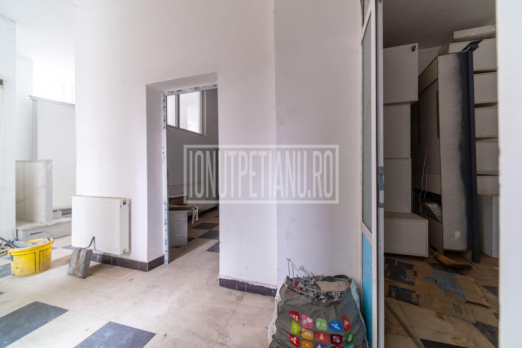 Spatiu comercial Bd Unirii Piața Alba Iulia S+P+1E