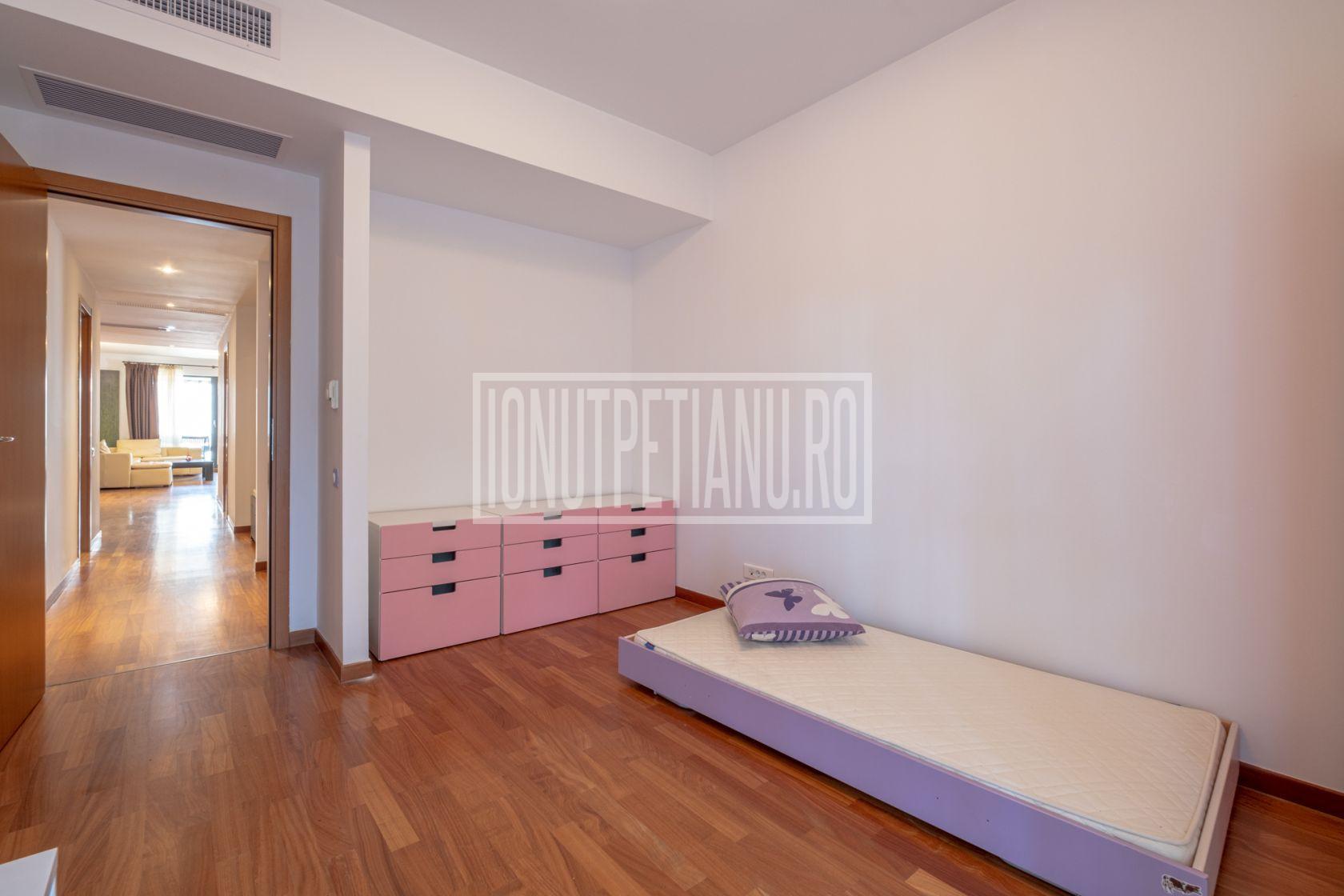 Luxury 4 room apartment in Washington Residence